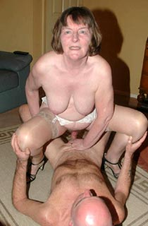Liz - Liz is a mature English lady with plenty of experience when it comes to getting your cock hard