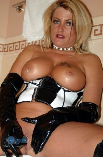 Sheilagirl - A hot tanned babe from South Germany with curves in all the right places
