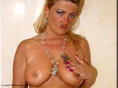Sheilagirl - A Hot Shower